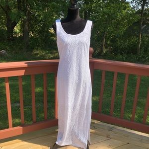 Ladies Apt 9. White long Maxi Dress, sz Med